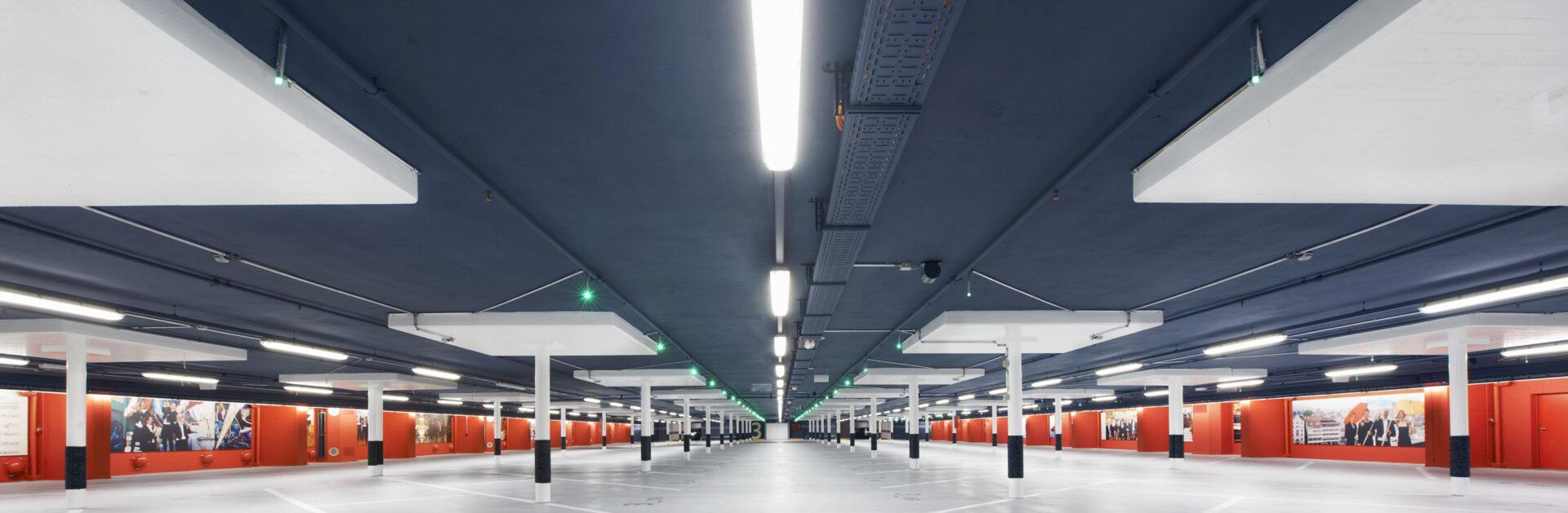 Modernstes Parkhaus Europas mit Luxstream LED-Röhren Innovation und DALI Ansteuerung